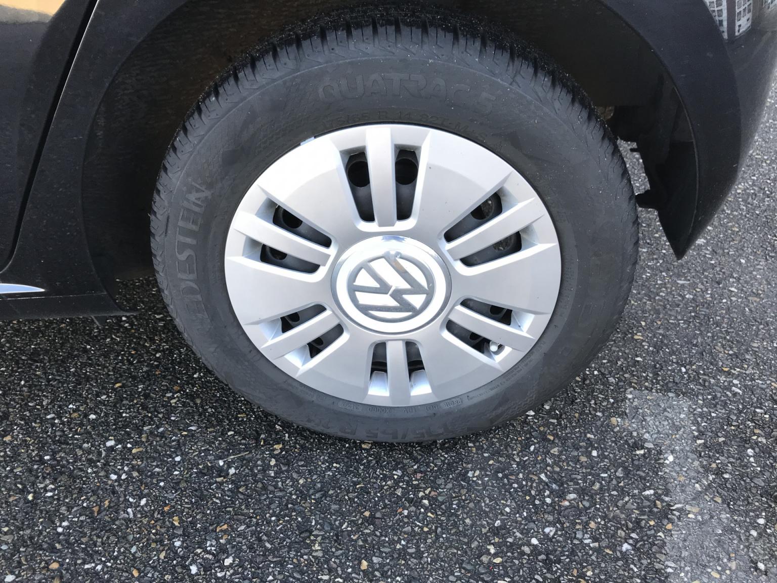Volkswagen-up!-14