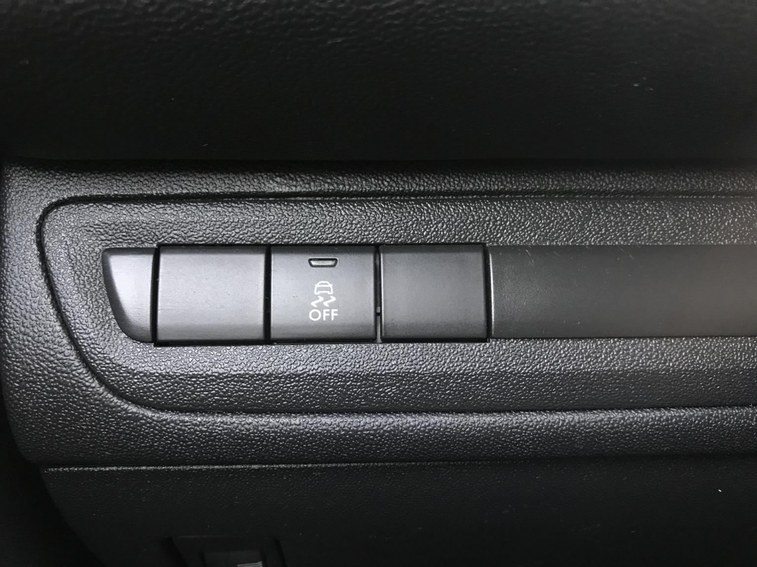 Peugeot-208-10