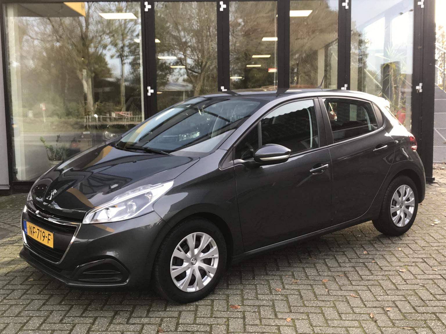 Peugeot-208-0