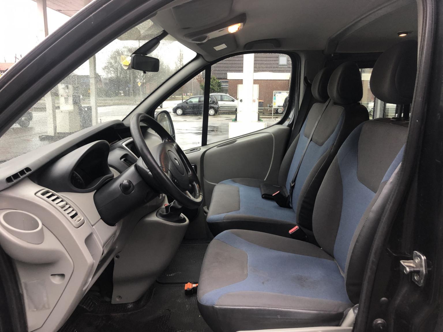 Renault-Trafic-11