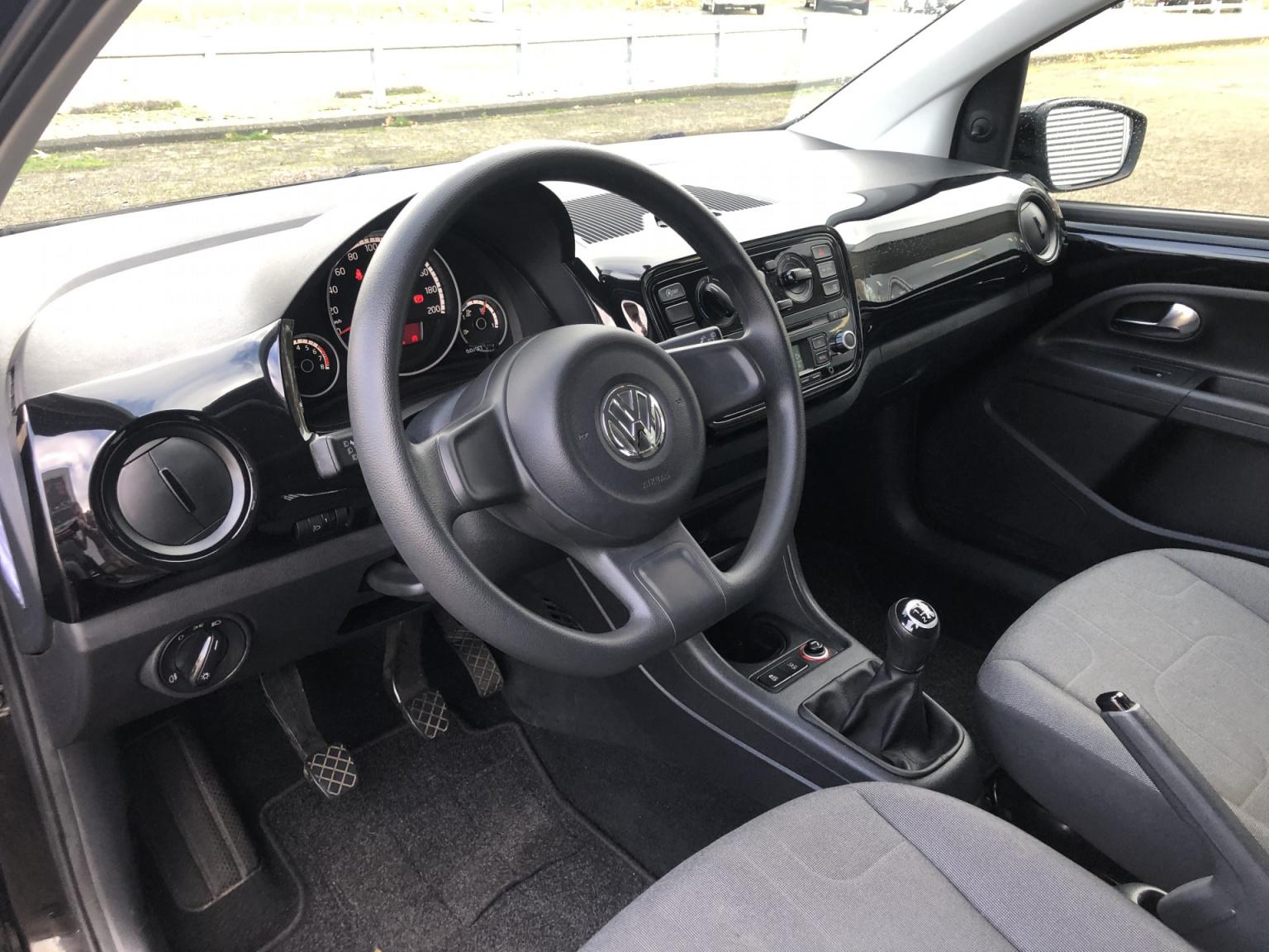 Volkswagen-up!-12